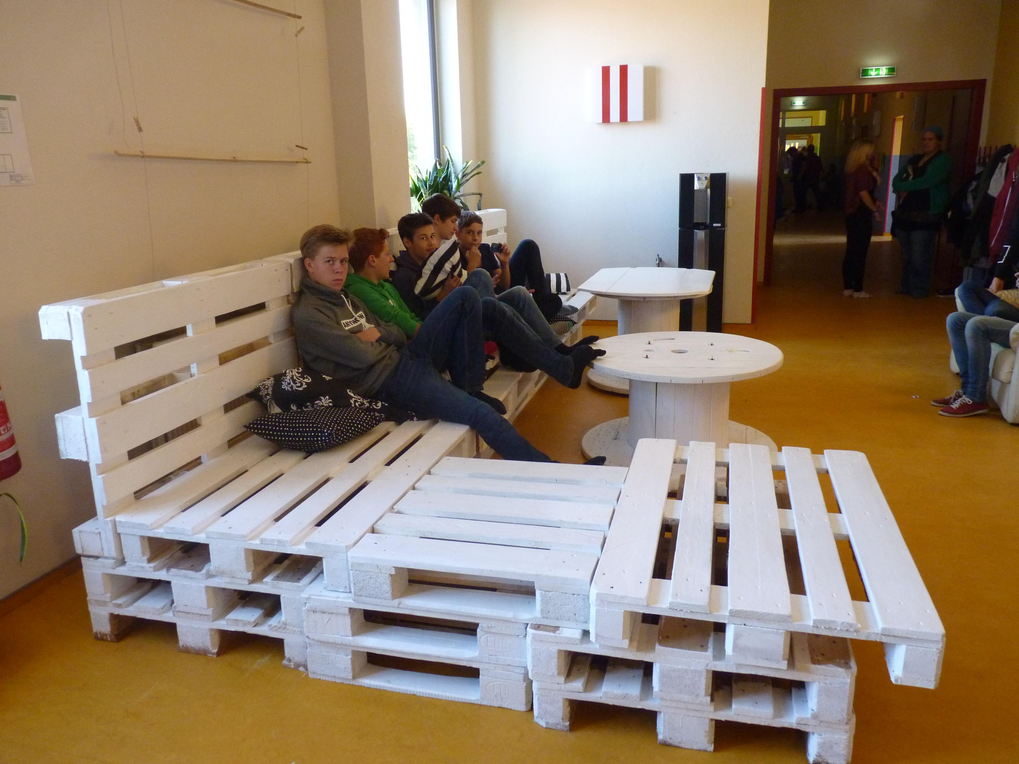 Palettencouch bauen – Freie Schule & KITA Kleckerburg